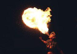 Feuerspuckerin